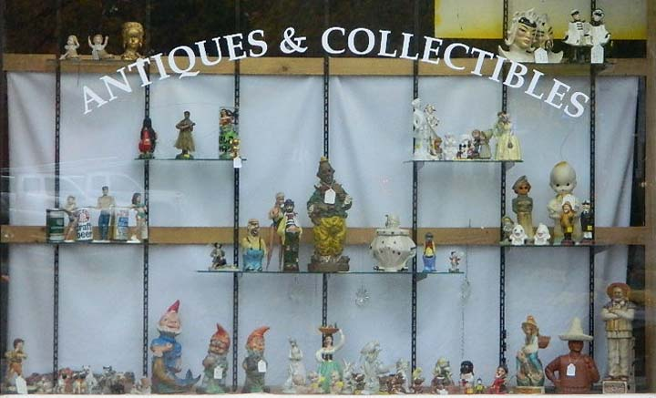 Figurines Window